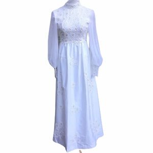 Vintage Wedding Dress 60s 70s White Flowers